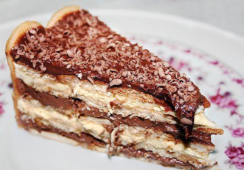pave de chocolate e biscoito